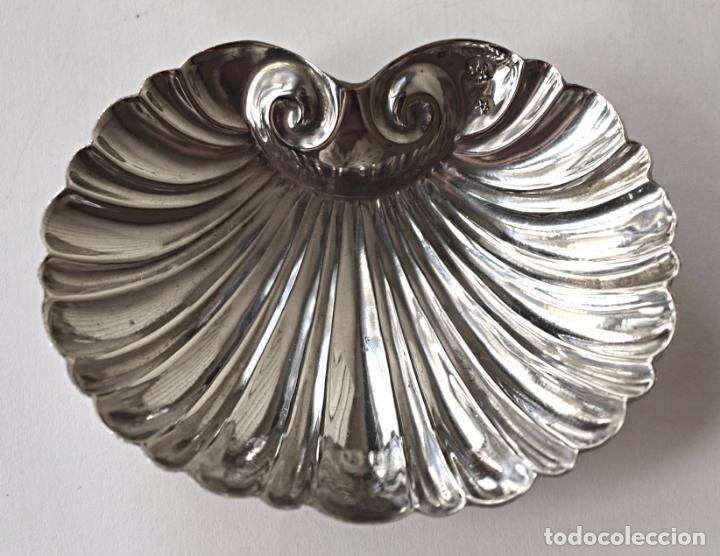 Antigüedades: CONCHA DE PLATA DE LEY CONTRASTADA. 7,4 X 6 CM APROX. 26,3 GRAMOS. VER FOTOS Y DESCRIPCION - Foto 2 - 159056054