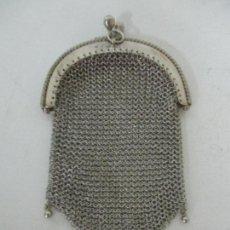 Antigüedades: ANTIGUO BOLSO MONEDERO MEDIANO EN MALLA DE PLATA. Lote 159067334