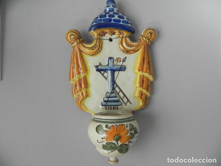 ** ANTIGUA PILA BENDITERA CERÁMICA ESMALTADA - PUENTE DEL ARZOBISPO - DE COLECCIÓN ** (Antigüedades - Porcelanas y Cerámicas - Puente del Arzobispo )