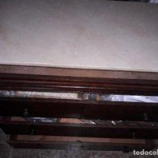 Antigüedades: COMODA ANTIGUA CORONADA EN MÁRMOL BLANCO CON SECRETER.. Lote 159083482