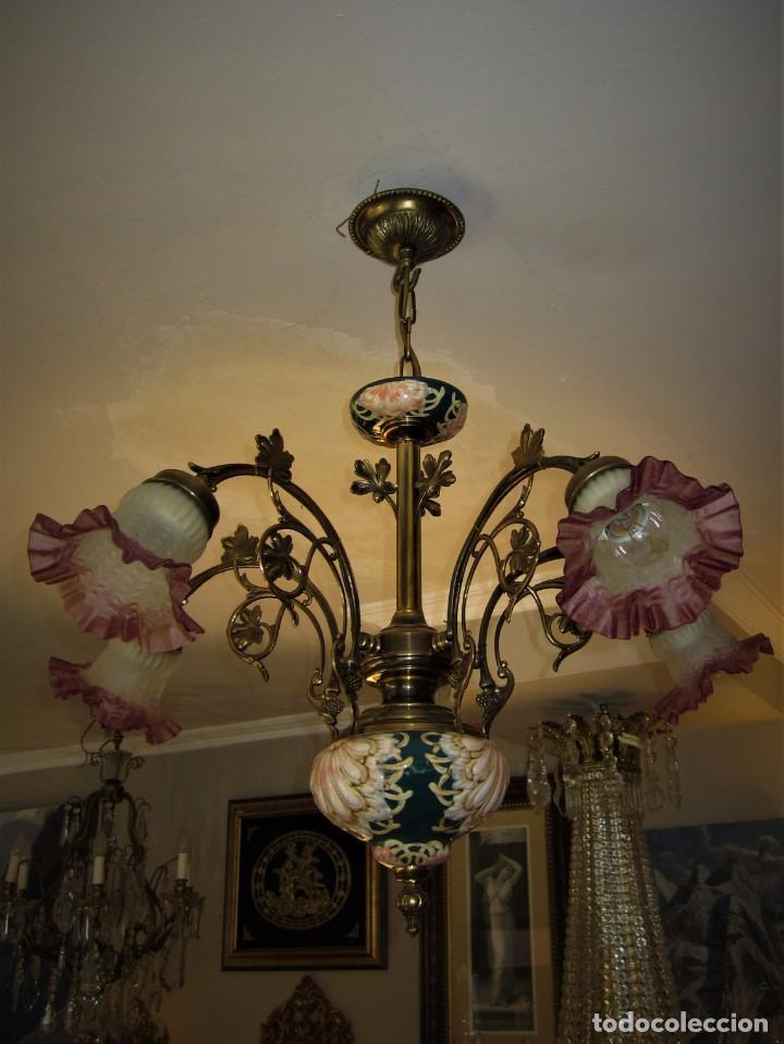 PRECIOSA LAMPARA DE BRONCE Y MAJOLICA (Antigüedades - Iluminación - Lámparas Antiguas)