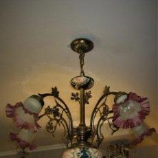 Antigüedades: PRECIOSA LAMPARA DE BRONCE Y MAJOLICA. Lote 159115046