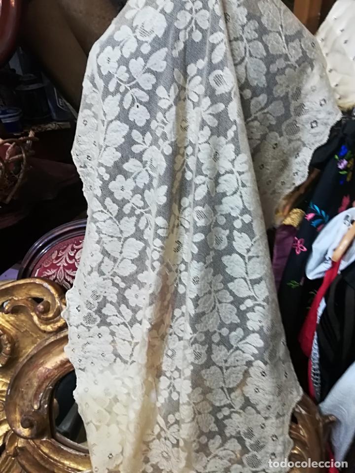 Antigüedades: Mantilla antigua floral en seda - Foto 5 - 156931529