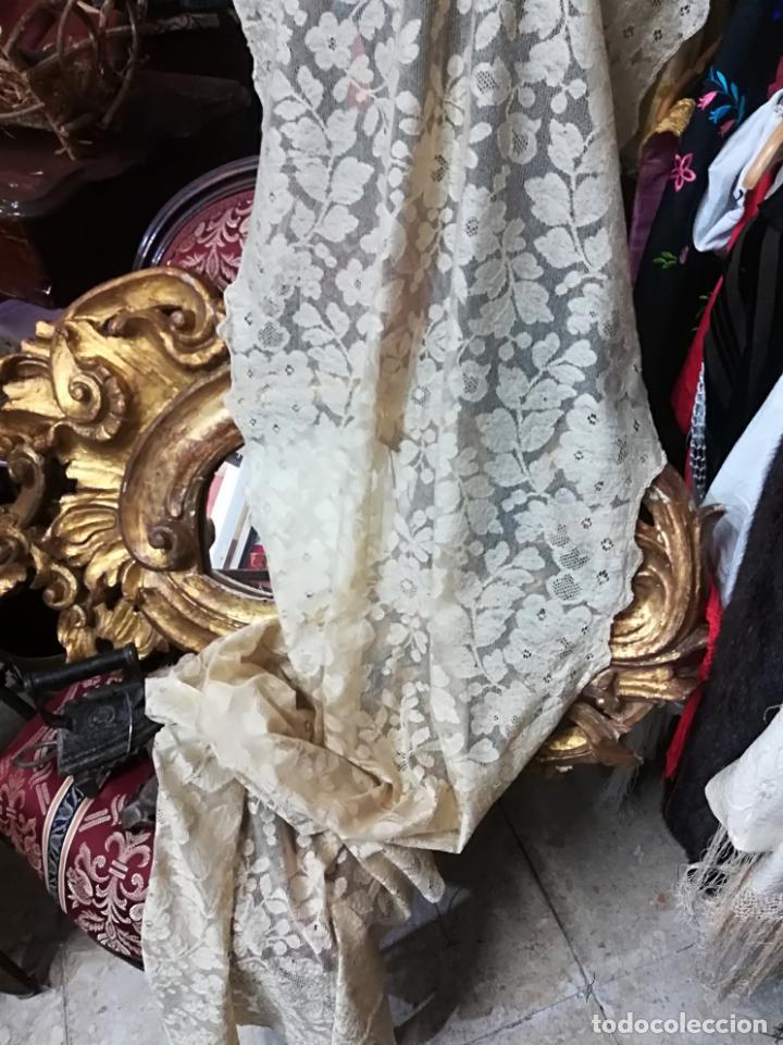 Antigüedades: Mantilla antigua floral en seda - Foto 7 - 156931529