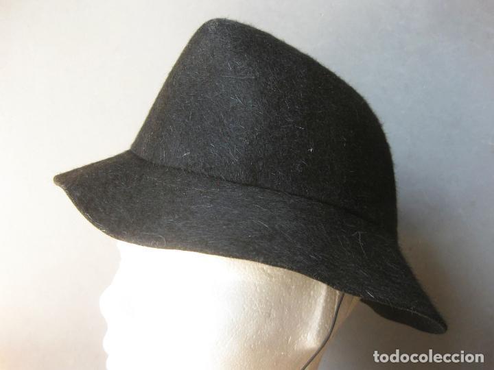 ELEGANTE SOMBRERO DE LOS AÑOS 40 O 50 - RUIZ DE VELASCO - DE LUIS - LAGASCA 35 - MADRID (Antigüedades - Moda - Sombreros Antiguos)