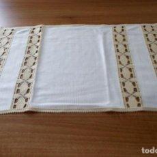 Antigüedades: TAPETE-MANTEL INDIVIDUAL CON PUNTILLA. Lote 159159762