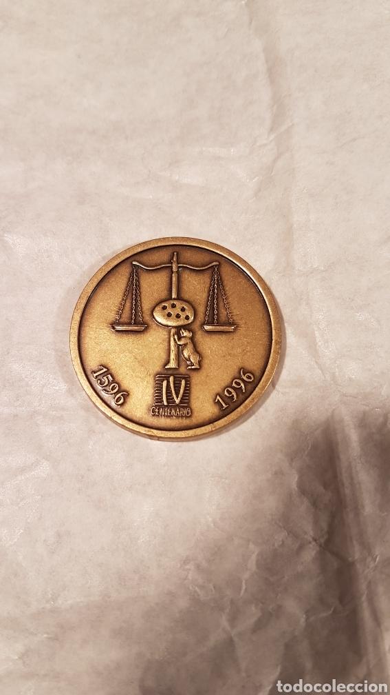 MEDALLA DE BRONCE IV CENTENARIO. ILUSTRE COLEGIO DE ABOGADOS DE MADRID. (Antigüedades - Religiosas - Medallas Antiguas)