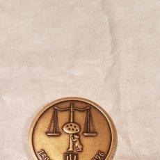 Antigüedades: MEDALLA DE BRONCE IV CENTENARIO. ILUSTRE COLEGIO DE ABOGADOS DE MADRID.. Lote 159163142