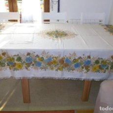 Antigüedades: MANTEL FLOREADO AÑOS 60. Lote 159188994