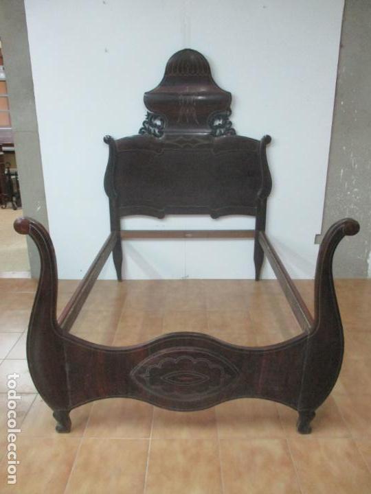 ANTIGUA CAMA ISABELINA - MADERA JACARANDÁ, MARQUETERÍA DE ZINC - PATAS DE CUELLO DE CISNE - S. XIX (Antigüedades - Muebles Antiguos - Camas Antiguas)
