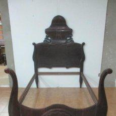 Antigüedades: ANTIGUA CAMA ISABELINA - MADERA JACARANDÁ, MARQUETERÍA DE ZINC - PATAS DE CUELLO DE CISNE - S. XIX. Lote 159235810