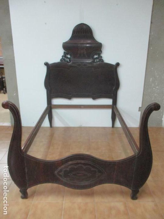 Antigüedades: Antigua Cama Isabelina - Madera Jacarandá, Marquetería de Zinc - Patas de Cuello de Cisne - S. XIX - Foto 28 - 159235810