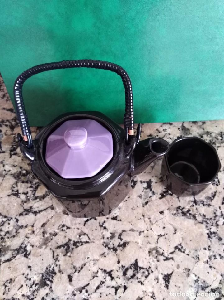 Antigüedades: Cafetera y vaso porcelana esmaltada en negro y violeta - Foto 2 - 159240130