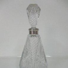 Antigüedades: PRECIOSA BOTELLA LICORERA - CRISTAL TALLADO - CUELLO EN PLATA DE LEY, CON CONTRASTES. Lote 159268062
