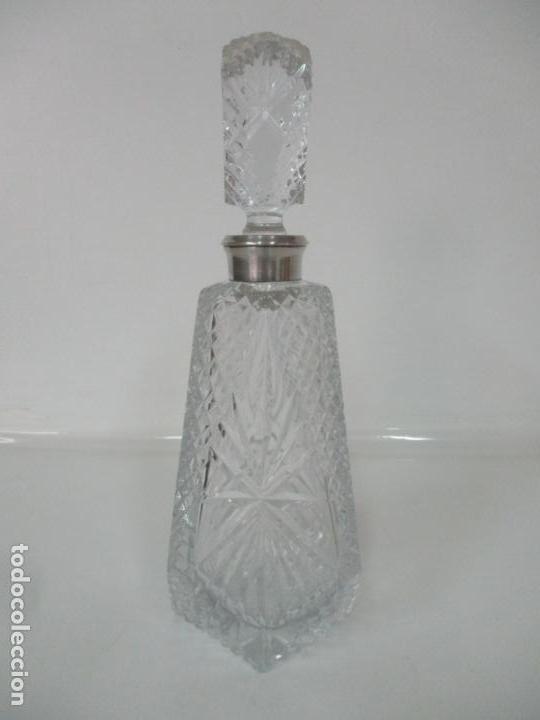 Antigüedades: Preciosa Botella Licorera - Cristal Tallado - Cuello en Plata de Ley, con Contrastes - Foto 2 - 242234480