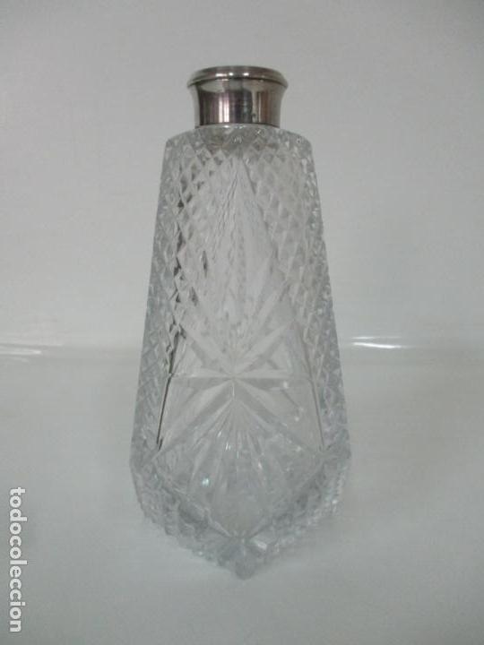 Antigüedades: Preciosa Botella Licorera - Cristal Tallado - Cuello en Plata de Ley, con Contrastes - Foto 3 - 242234480