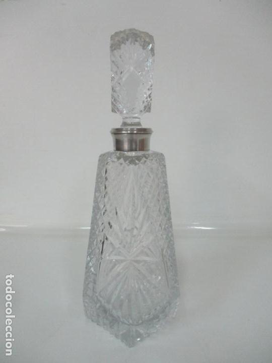 Antigüedades: Preciosa Botella Licorera - Cristal Tallado - Cuello en Plata de Ley, con Contrastes - Foto 9 - 242234480