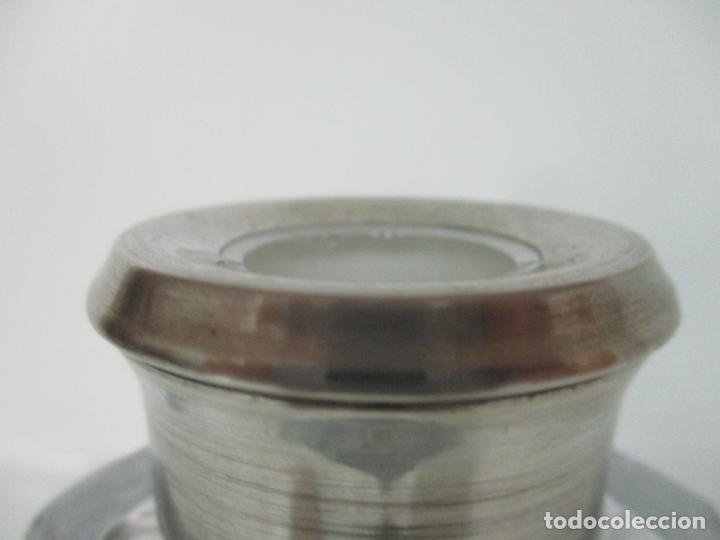 Antigüedades: Preciosa Botella Licorera - Cristal Tallado - Cuello en Plata de Ley, con Contrastes - Foto 10 - 242234480
