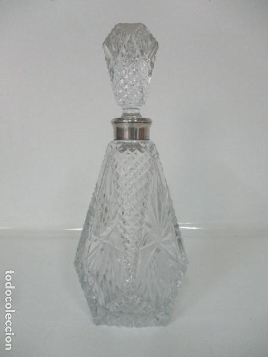 Antigüedades: Preciosa Botella Licorera - Cristal Tallado - Cuello en Plata de Ley, con Contrastes - Foto 11 - 242234480