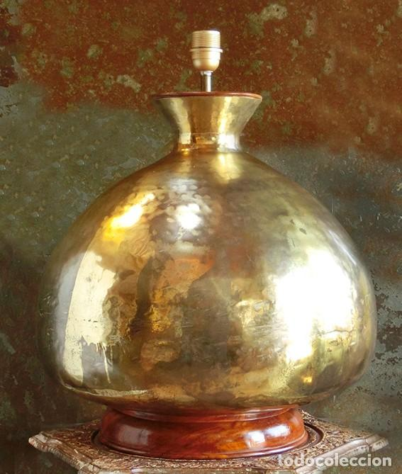 IMPRESIONANTE LÁMPARA - LATÓN AFGANO Y MADERA DE ROBLE - GRAN TAMAÑO - ALTA DECORACIÓN. PIEZA ENORME (Antigüedades - Iluminación - Lámparas Antiguas)