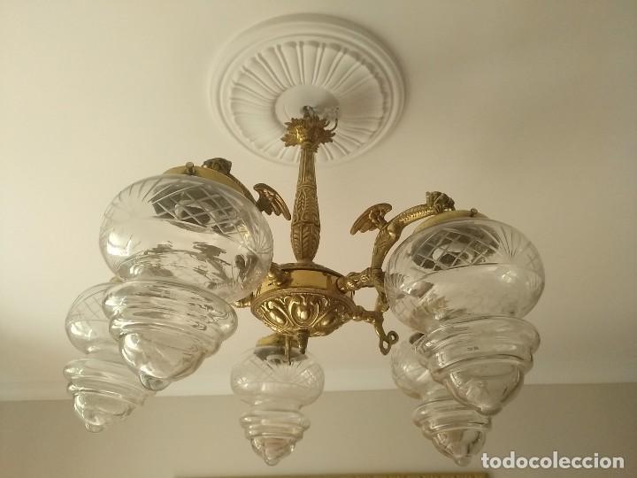 LAMPARA PRINCIPIOS S XX CON DRAGONES EN BRONCE DORADO Y TULIPAS DE CRISTAL SOPLADO TALLADO (Antigüedades - Iluminación - Lámparas Antiguas)