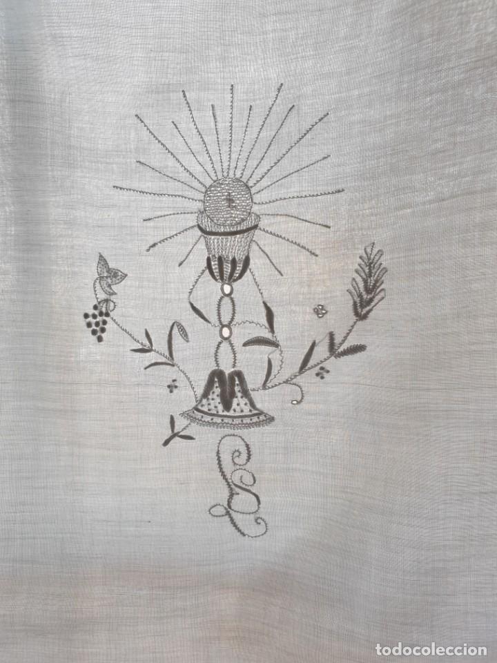 MANTEL DE ALTAR O COMUNIÓN BORDADO A MANO 182 X 80 CM. BUEN ESTADO. S.XX (Antigüedades - Religiosas - Ornamentos Antiguos)