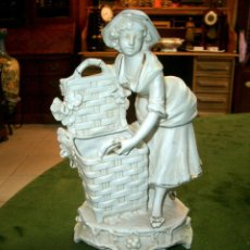 Antigüedades: FIGURA EN PORCELANA BISCUIT. Lote 159357094