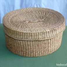 Antigüedades: ANTIGUA PEQUEÑA CAJA DE PAJA GRANDE.. Lote 159409958