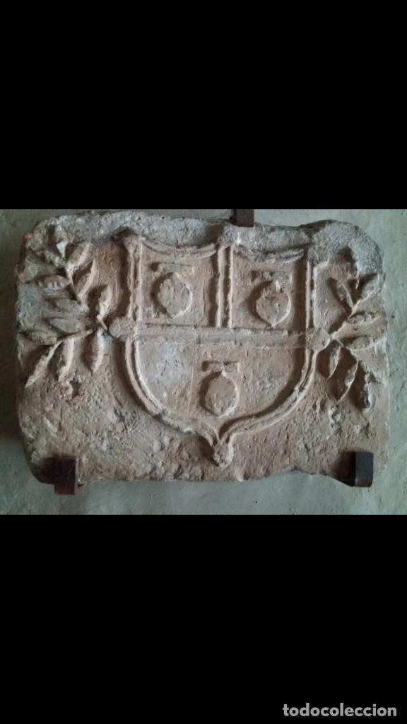EXCEPCIONAL ESCUDO MEDIEVAL DE PIEDRA (Antigüedades - Varios)