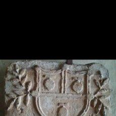 Antigüedades: EXCEPCIONAL ESCUDO MEDIEVAL DE PIEDRA. Lote 159439990