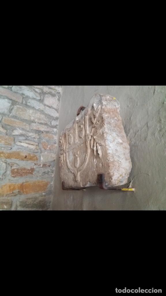 Antigüedades: Excepcional escudo medieval de piedra - Foto 3 - 159439990