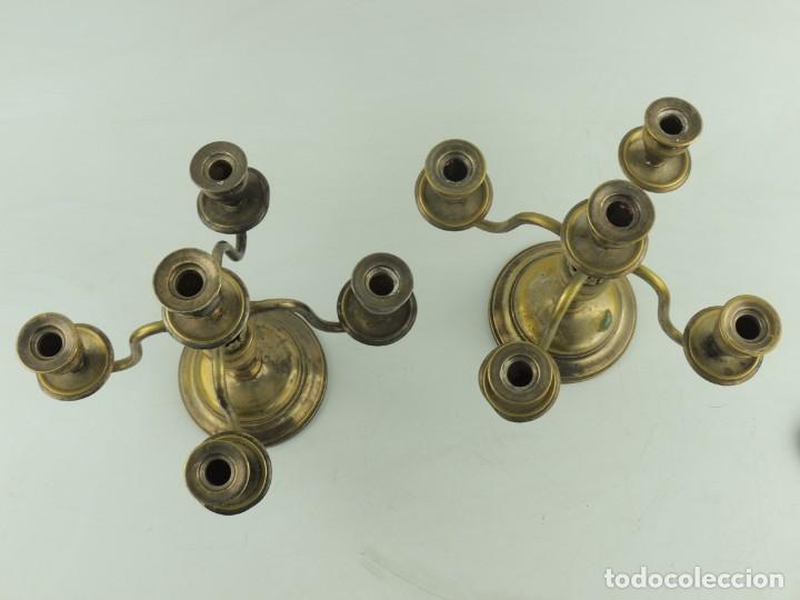 Antiquitäten: Excelente Pareja de Candelabros de Metal Bonito Objeto de Decoración - Foto 10 - 159449498