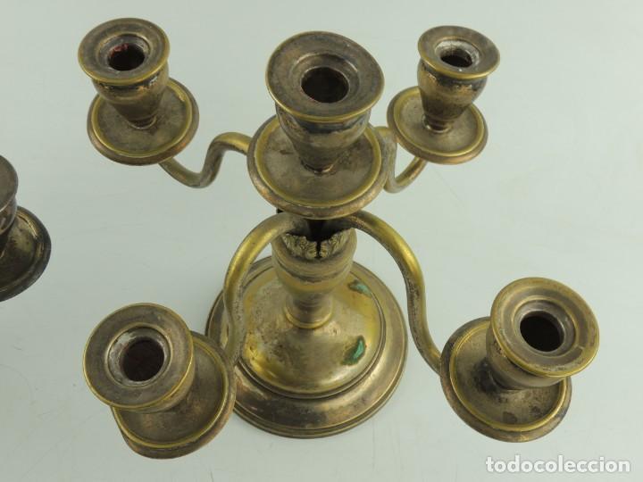 Antiquitäten: Excelente Pareja de Candelabros de Metal Bonito Objeto de Decoración - Foto 14 - 159449498