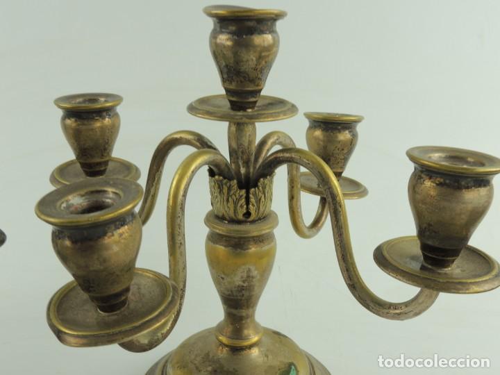 Antiquitäten: Excelente Pareja de Candelabros de Metal Bonito Objeto de Decoración - Foto 15 - 159449498