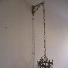 Antigüedades: PRECIOSA LAMPARA DE TECHO ART DECO - FAROL - BRONCE CINCELADO - CRISTAL - FUNCIONA - AÑOS 20-30. Lote 159459058