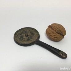 Antigüedades: PEQUEÑO ESPEJO DE MANO. Lote 159499074