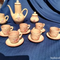 Antigüedades: SET LOTE CONJUNTO VAJILLA DE TE INFUSION CAFE BARRO CERAMICO MOTIVOS FLORARES TETERA CAFETERA TAZAS. Lote 159510498