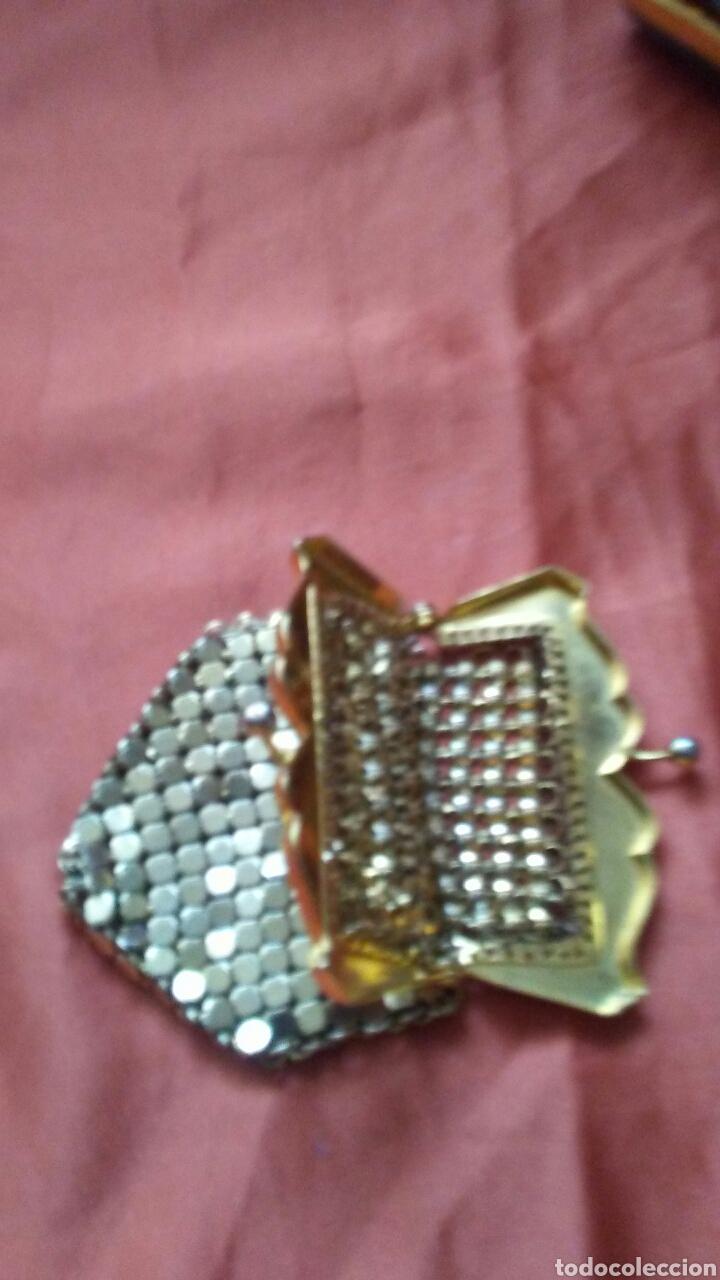 Antigüedades: Bolso de fiesta truss,tipo baquelita carey años 50 contiene monedero polvera portalapiz labial, - Foto 2 - 159535693