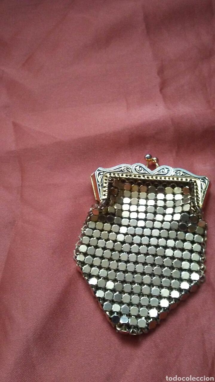 Antigüedades: Bolso de fiesta truss,tipo baquelita carey años 50 contiene monedero polvera portalapiz labial, - Foto 3 - 159535693