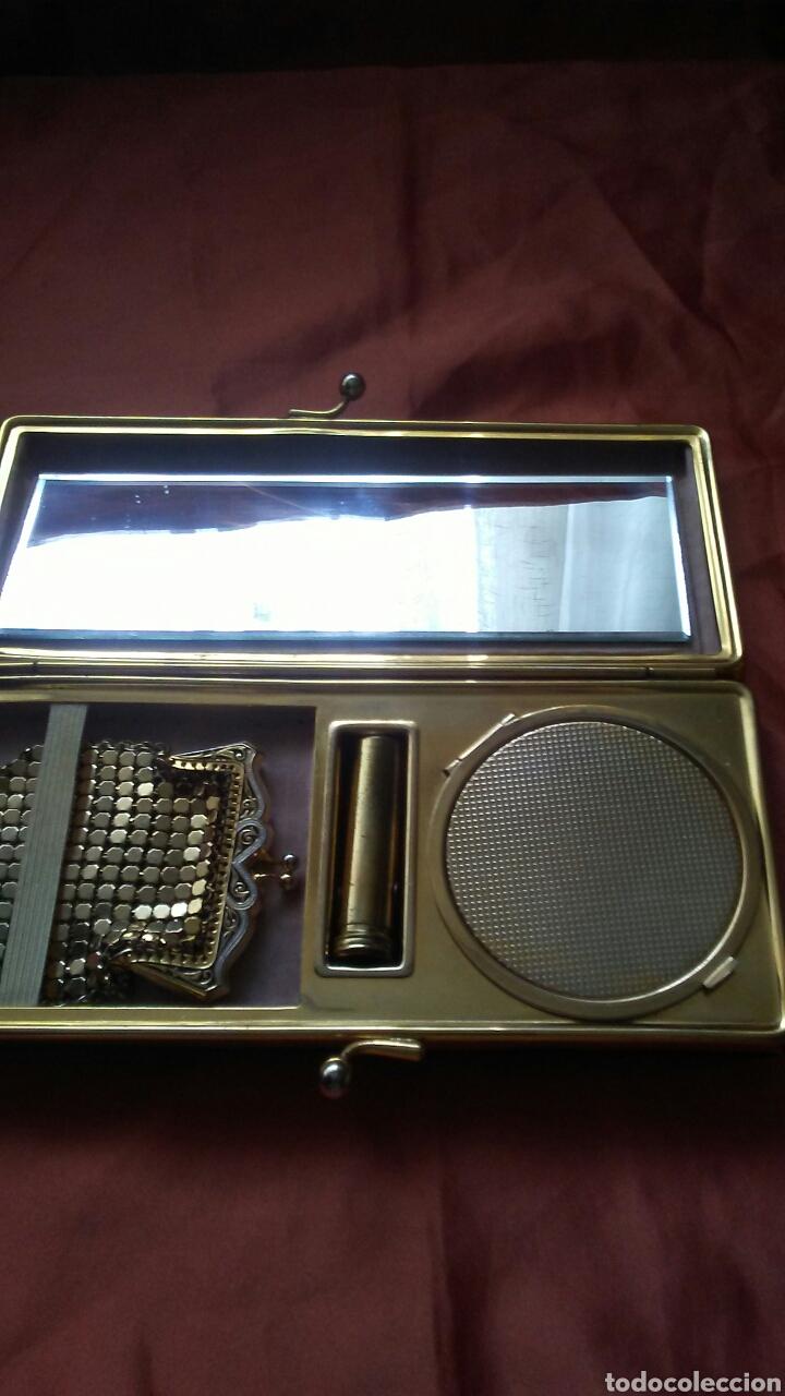 Antigüedades: Bolso de fiesta truss,tipo baquelita carey años 50 contiene monedero polvera portalapiz labial, - Foto 4 - 159535693
