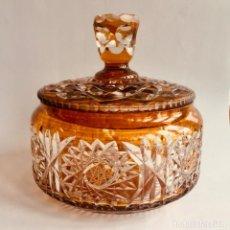 Antigüedades: ANTIGUA BOMBONERA DE CRISTAL TALLADO DE BOHEMIA. Lote 159578818
