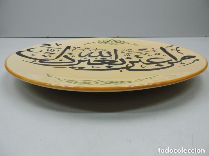 Antigüedades: Plato de 38 cm con Inscritos Árabe de Pared Años 60 - Foto 3 - 159589518