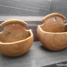 Antigüedades: ANTIGUOS MACETEROS HECHOS A MANO EN ANTIGUA ALFARERÍA DE CERAMICA BARRO PARA COLGAR PARED JARDINERIA. Lote 159600462
