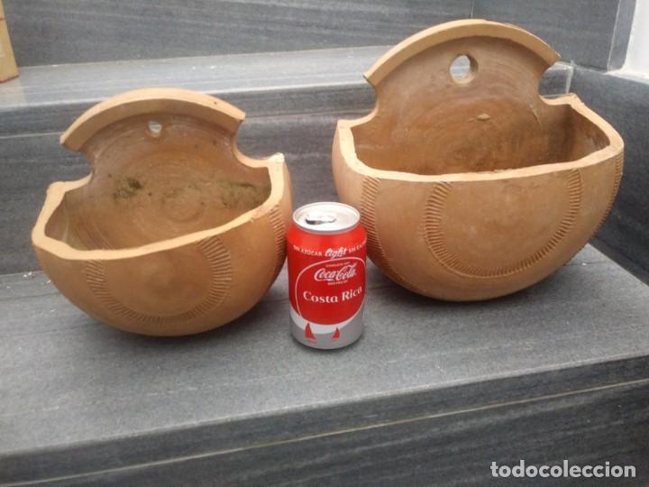 Antigüedades: Antiguos maceteros hechos a mano en antigua alfarería de ceramica barro para colgar pared jardineria - Foto 3 - 159600462