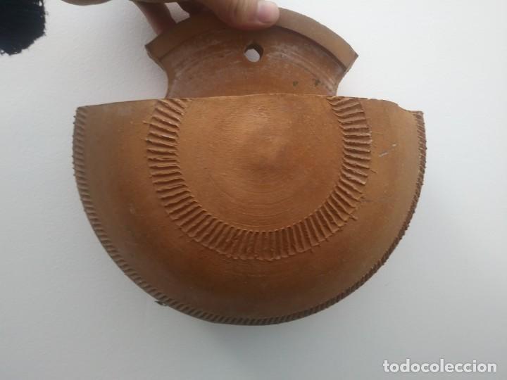 Antigüedades: Antiguos maceteros hechos a mano en antigua alfarería de ceramica barro para colgar pared jardineria - Foto 4 - 159600462