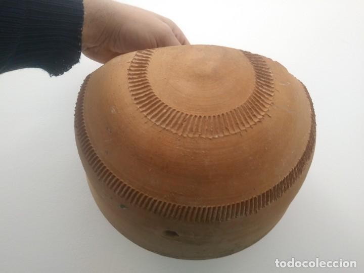 Antigüedades: Antiguos maceteros hechos a mano en antigua alfarería de ceramica barro para colgar pared jardineria - Foto 5 - 159600462