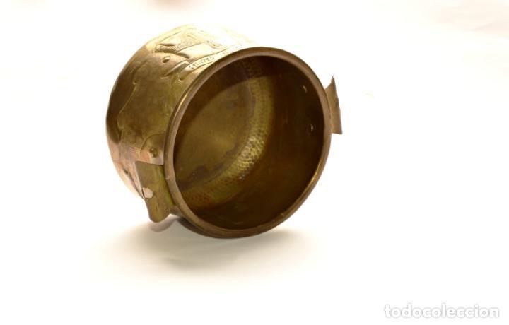 Antigüedades: MACETERO DE METAL CON RELIEVE DE 11 CM DE ALTO POR 16 CM DE ANCHO Y 450 GRS DE PESO - Foto 6 - 159605354