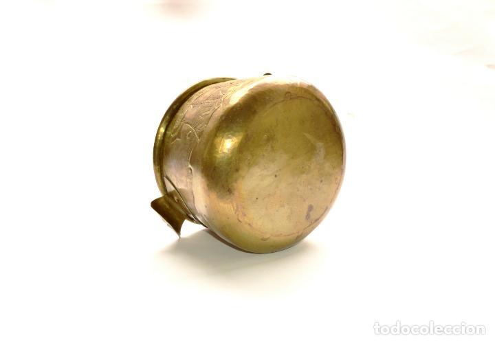 Antigüedades: MACETERO DE METAL CON RELIEVE DE 11 CM DE ALTO POR 16 CM DE ANCHO Y 450 GRS DE PESO - Foto 7 - 159605354