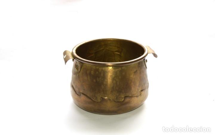 Antigüedades: MACETERO DE METAL CON RELIEVE DE 11 CM DE ALTO POR 16 CM DE ANCHO Y 450 GRS DE PESO - Foto 8 - 159605354