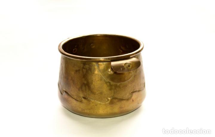 Antigüedades: MACETERO DE METAL CON RELIEVE DE 11 CM DE ALTO POR 16 CM DE ANCHO Y 450 GRS DE PESO - Foto 9 - 159605354